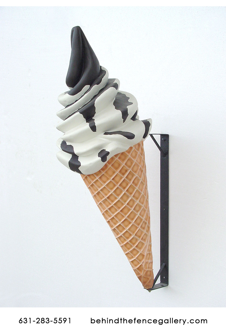 Vanilla Sundae on Cone Wall Display